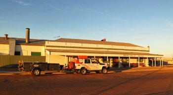 Birdsville Pub - Pindan Tours and 4WD Training