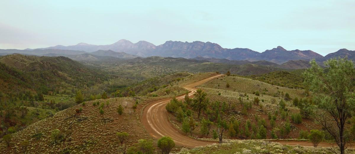 Pindan Tours - Wilpena Pound, Flinders Ranges